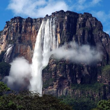 Venezuela: towards the Salto Angel waterfalls